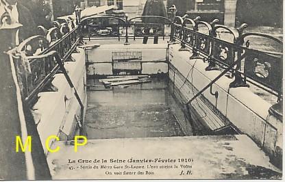 Carte postale ancienne représentant la grande crue de la Seine et les inondations de Paris 1910.