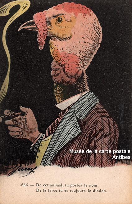 Carte postale ancienne représentant un dindon habillé en homme fumant le cigare, issue de l'exposition temporaire sur les animaux humanisés, au Musée de la Carte Postale, à Antibes.