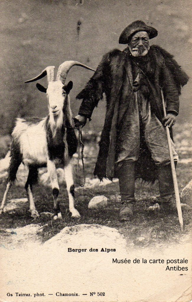 Carte postale ancienne représentant un berger des Alpes, issue de l'exposition temporaire du musée de la Carte Postale.