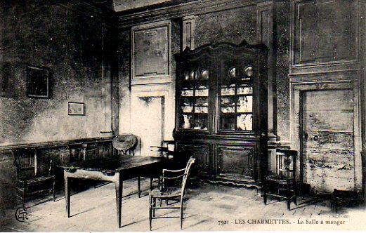 Carte postale ancienne représentant la salle à manger de la maison des Charmettes.