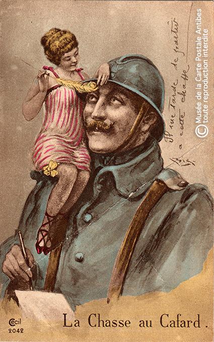 """Carte postale illustrant la chasse au cafard, issue de l'exposition temporaire """"l'humour chez les poilus"""" au Musée de la Carte Postale, à Antibes."""