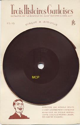 Carte postale disque de l'éditeur Quick, exposée au musée de la carte postale, à Antibes.