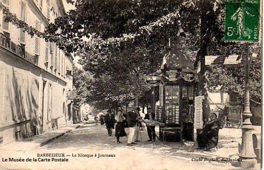 Carte postale ancienne représentant un kiosque à journaux à Barbezieux.