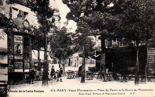 Carte postale ancienne représentant un kiosque à journaux place du Tertre, à Paris.
