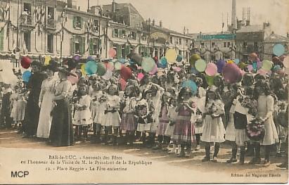 Carte postale à valeur documentaire, représentant un lâcher de ballons équipés de cartes postales, à Bar-le-Duc.