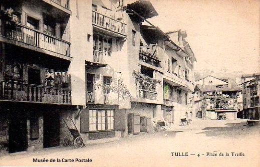 Carte postale ancienne du Limousin, représentant la place de la treille, à Tulle.