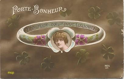 Carte postale ancienne ayant inspirée le mouvement du surréalisme, exposée au musée de la carte postale, à Antibes.