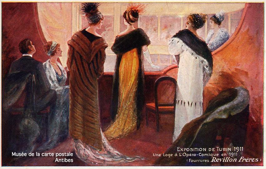 Carte postale ancienne dessinée montrant la mode féminine des grands chapeaux au théâtre opéra, début 1900 en France, issue de l'exposition temporaire du Musée de la Carte Postale à Antibes.