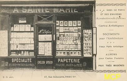 Carte postale représentant une boutique de cartes postales à Paris.