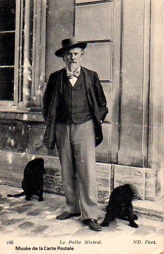 Carte postale représentant le poète Frédéric Mistral.
