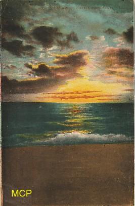 Carte postale de la période semi-moderne représentant un coucher de soleil à Calais.
