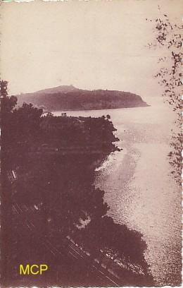 Carte postale de la période semi-moderne représentant un coucher de soleil au Cap Ferrat.