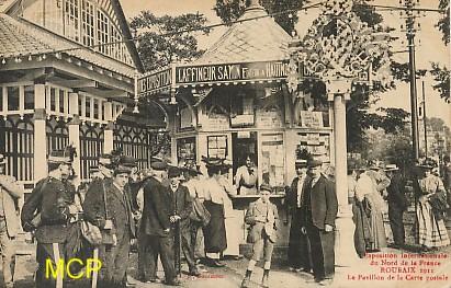 Carte postale montrant l'exposition de cartes postales à Roubaix, en 1911. Cette carte est exposée dans le musée de la carte postale à Antibes.