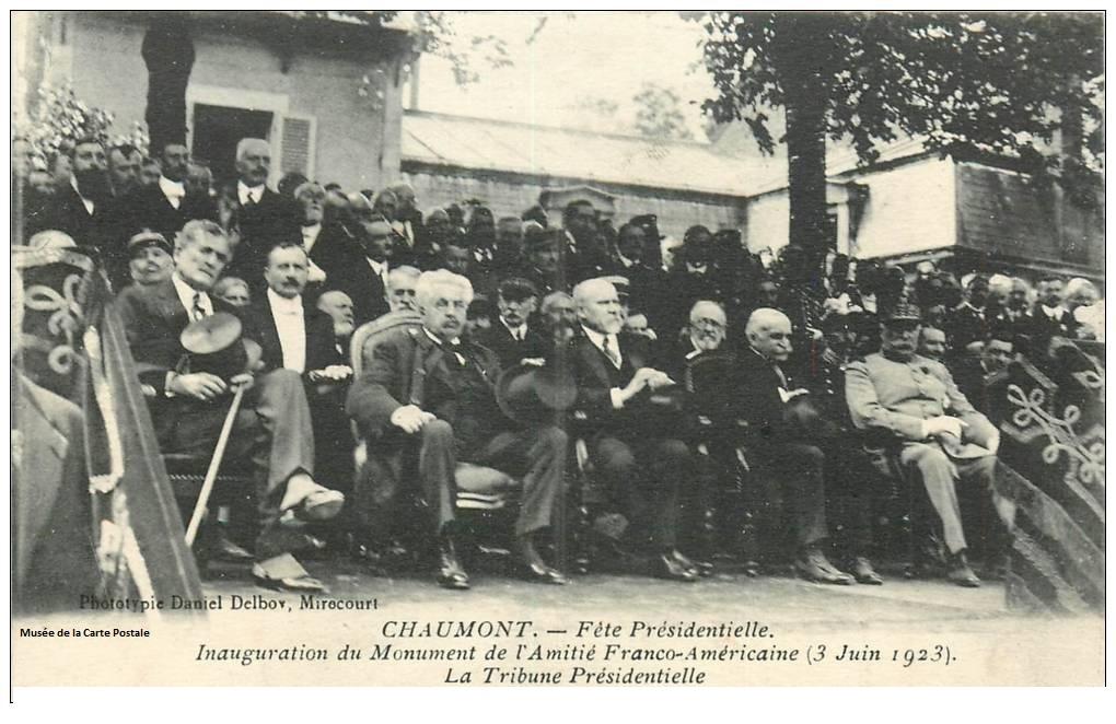 Carte postale représentant l'inauguration du monument de l'Amitié Franco-Américaine, à Chaumont, avant l'affaire Delboy et la justice.