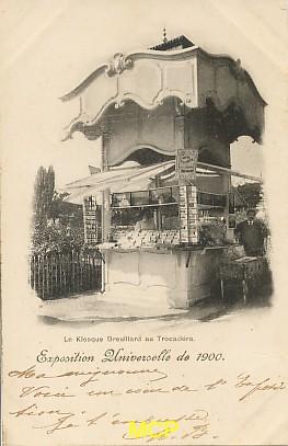 Carte postale représentant le kiosque à cartes postales de la Maison Breuillard lors de l'exposition universelle de Paris, en 1900. Cette carte est aujourd'hui exposée dans le musée de la carte postale à Antibes.