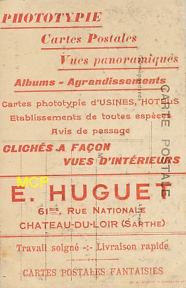 Carte postale publicitaire des éditions E. Huguet, exposée dans le musée de la carte postale à Antibes.