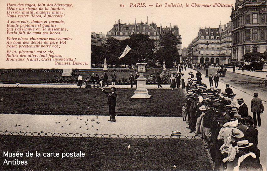 Carte postale représentant le charmeur d'oiseaux aux Tuileries, à Paris, accompagnée d'un poème de Philippe DUFOUR, aurait pu devenir de bons points d'écoliers.