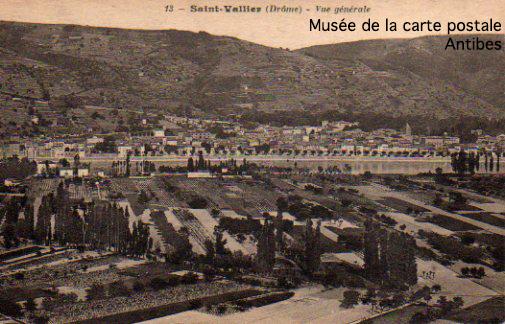 Carte postale illustrée représentant Saint-Vallier.