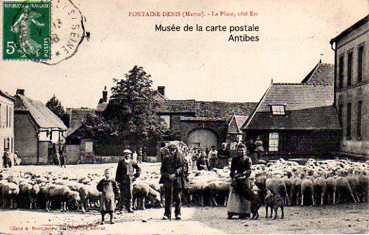 Carte postale ancienne, représentant une famille de bergers et leur troupeau, à Fontaine-Denis dans la Marne.