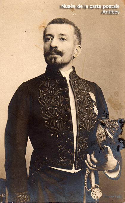 Carte postale ancienne représentant Pierre Loti.