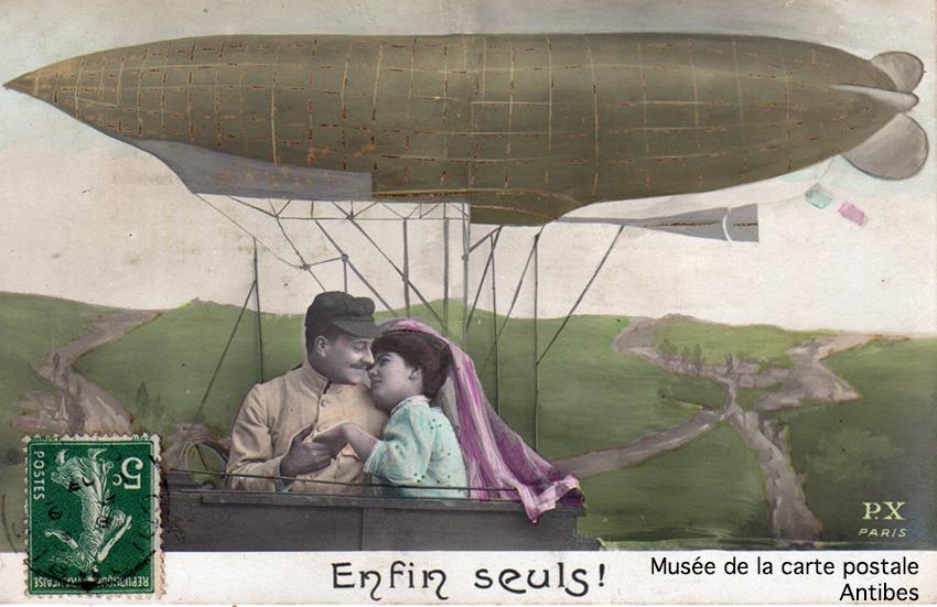 Carte postale dirigeable et couple d'amoureux.