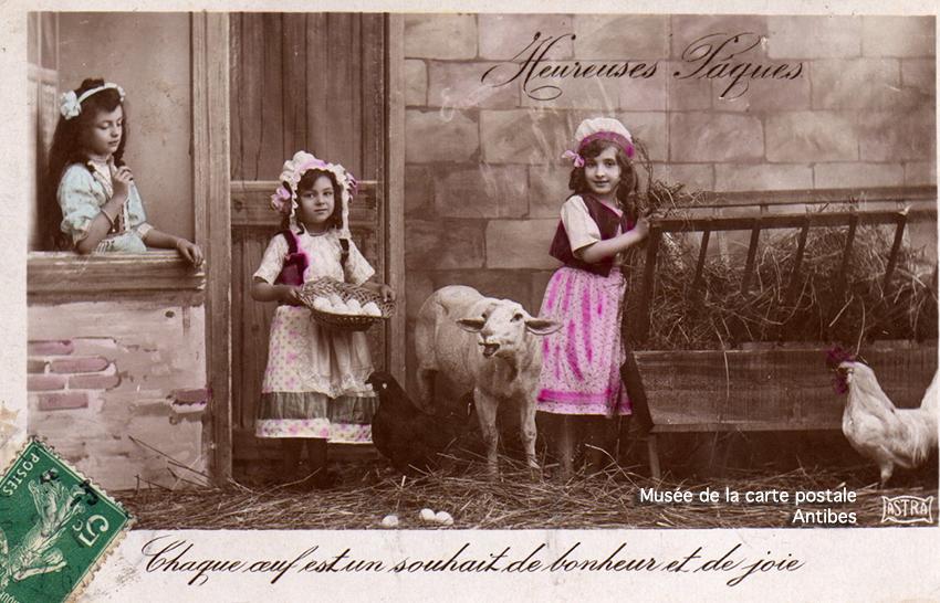 Carte postale enfants et oeufs de Pâques.