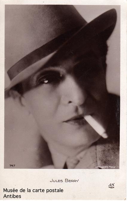 Carte postale représentant Jules Berry, issue de l'exposition temporaire sur les stars en noir et blanc au musée de la Carte Postale, à Antibes.