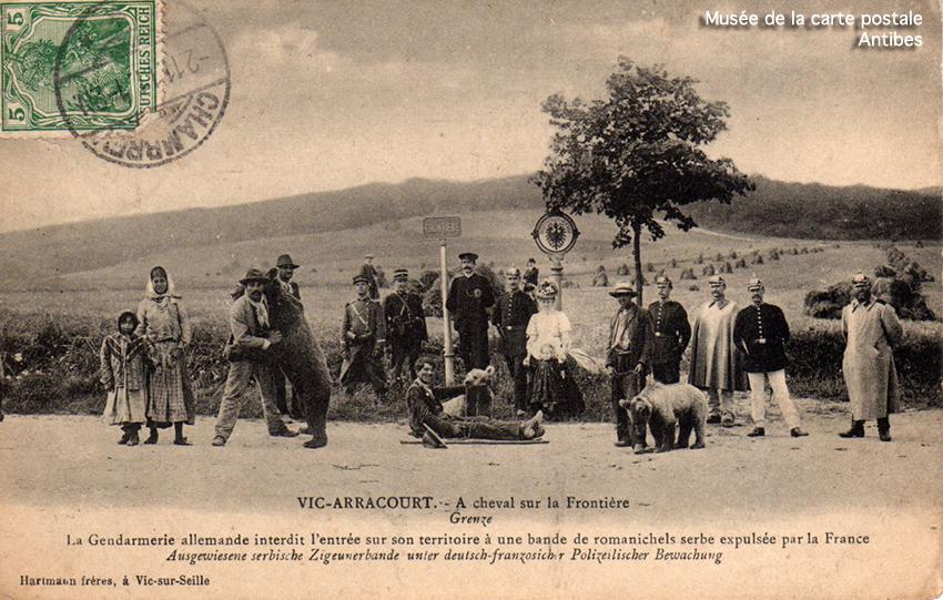 Carte postale ancienne représentant un poteau à la frontière franco-allemande d'Arracourt.