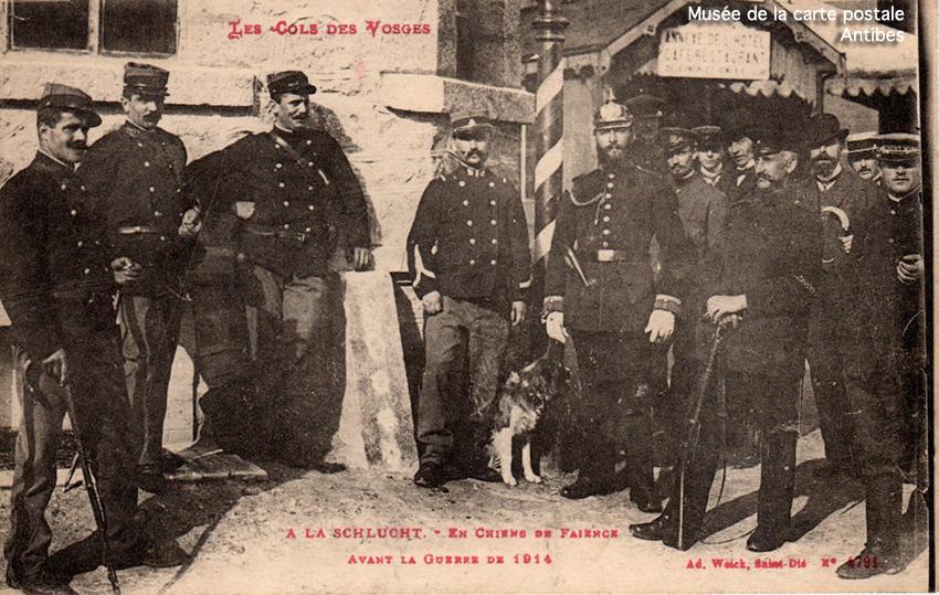 Carte postale ancienne représentant un poteau à la frontière franco-allemande de Schlucht.