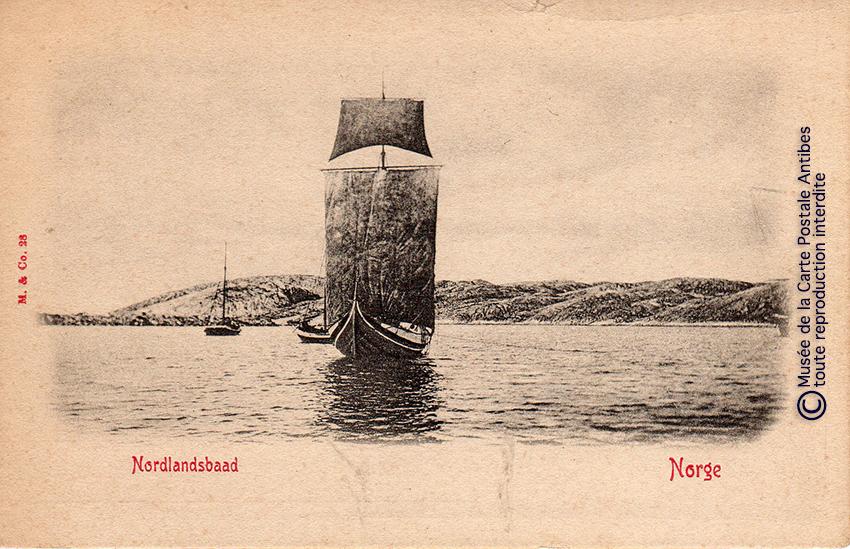 Carte postale ancienne représentant un drakar, issue de l'exposition des grands voiliers au Musée de la Carte Postale, d'Antibes.