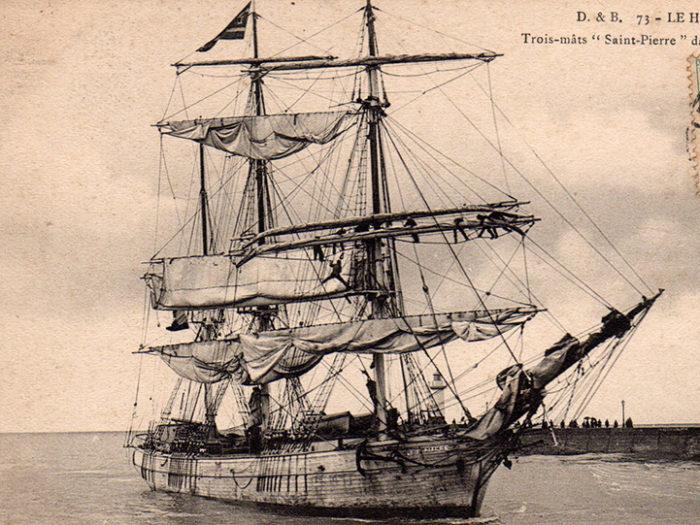Carte postale ancienne représentant un trois mats, issue de l'exposition des grands voiliers au Musée de la Carte Postale, d'Antibes.