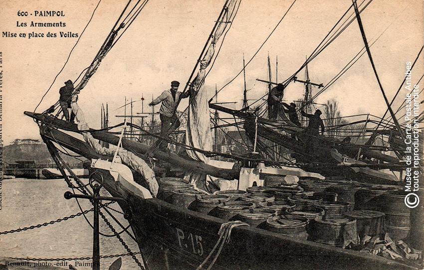 Carte postale ancienne représentant un voilier d'armements, issue de l'exposition des grands voiliers au Musée de la Carte Postale, d'Antibes.