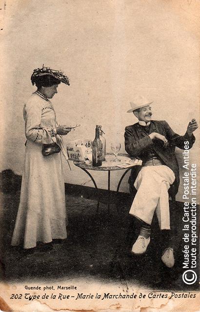 Marie, marchande de cartes postales à Marseille.