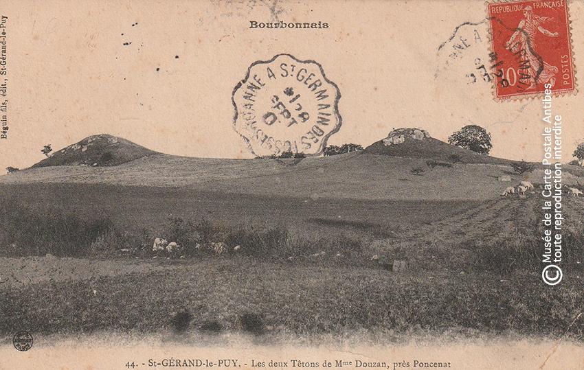Carte postale des deux tétons de Madame Douzan, près Poncenat.