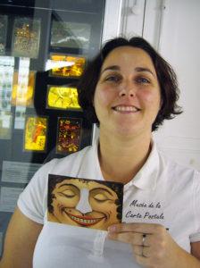 Anne-Claude, responsable des relations extérieures au Musée de la Carte Postale.
