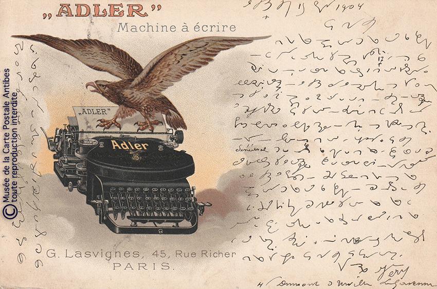 Carte postale représentant une machine à écrire Adler issue de notre exposition sur la sténodactylographie.