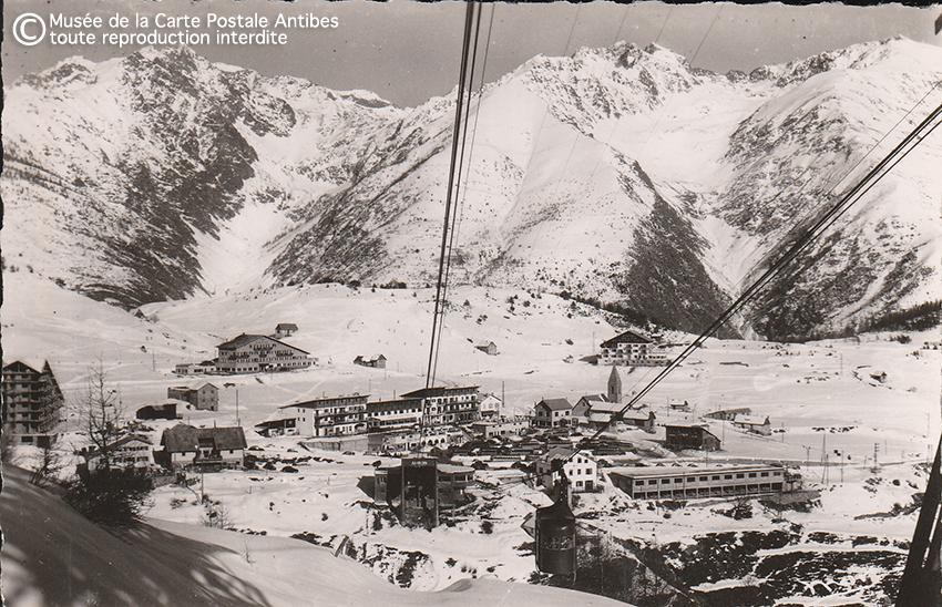 Carte postale ancienne représentant la station de ski d'Auron, tourisme d'autrefois sur la Côte d'Azur.