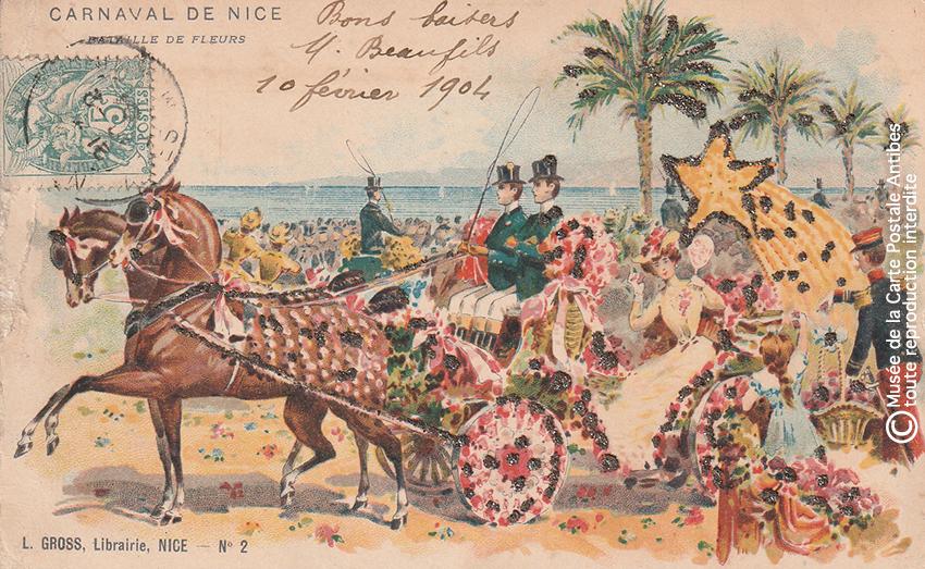 Carte postale ancienne représentant un char fleuri sur la Promenade des Anglais lors du Carnaval de Nice, issue des réserves du Musée de la Carte Postale situé à Antibes.