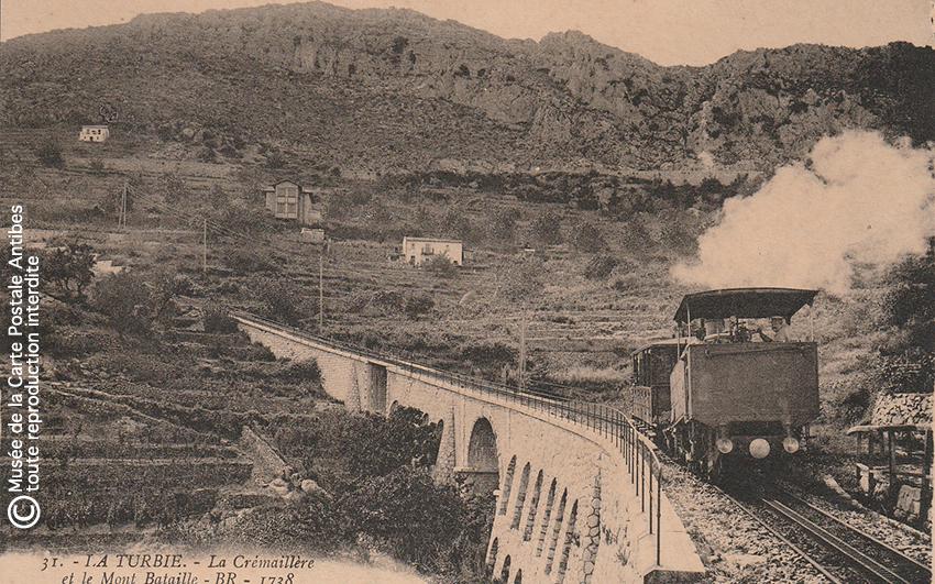 Carte postale ancienne représentant le chemin de fer de La Turbie et le Mont Bataille.