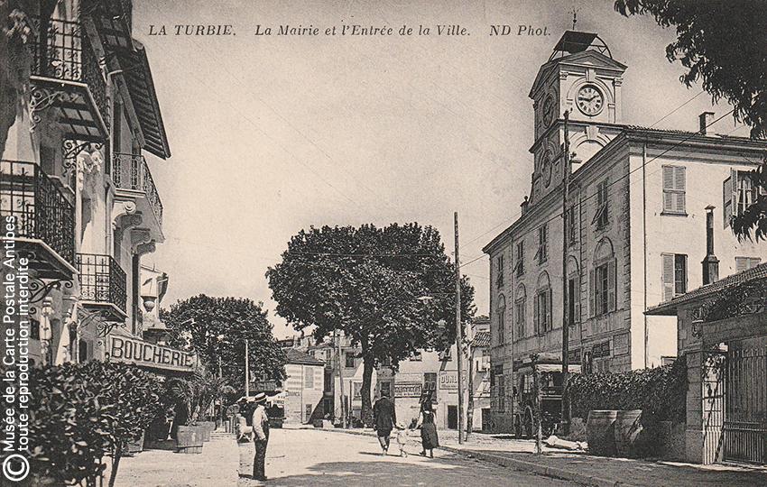 Carte postale ancienne représentant la mairie de La Turbie.