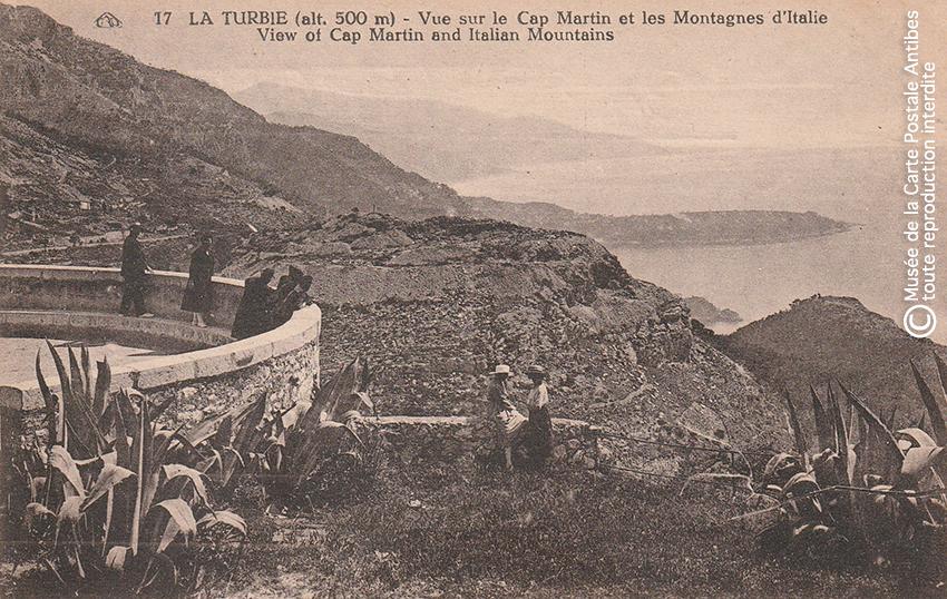 Carte postale ancienne représentant la vue sur le Cap Martin et l'Italie depuis La Turbie.