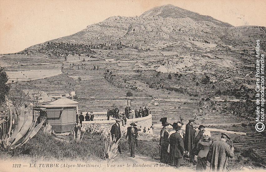 Carte postale ancienne représentant la vue sur le Rondeau et le Mont Agel depuis La Turbie.