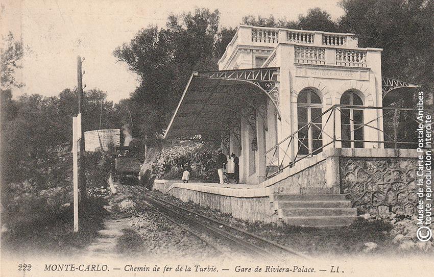 Carte postale ancienne représentant la gare Riviera Palace du chemin de fer de Monte Carlo.
