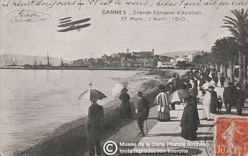 Carte postale ancienne représentant la grande semaine d'aviation à Cannes en 1910, issue des réserve du musée de la carte postale, à Antibes.