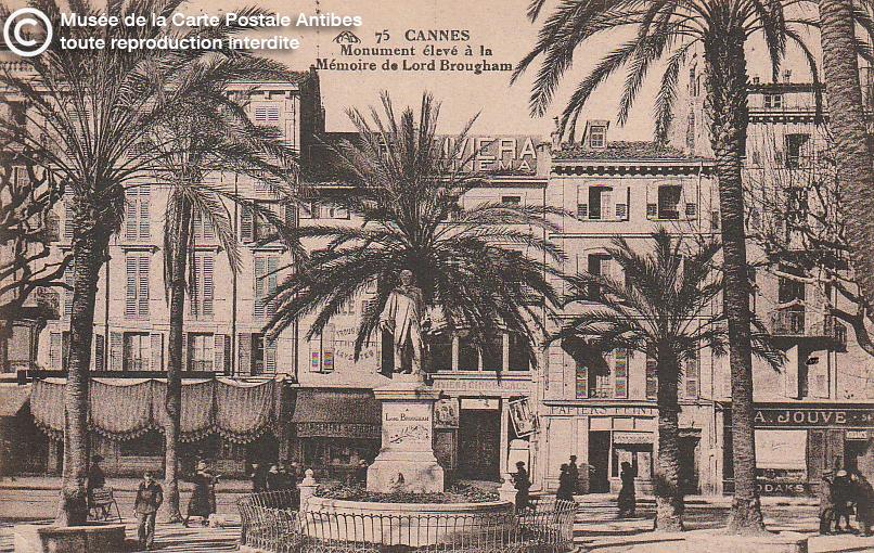 Carte postale ancienne représentant un monument élevé à la mémoire de Lord Brougham à Cannes, issue des réserve du musée de la carte postale, à Antibes.