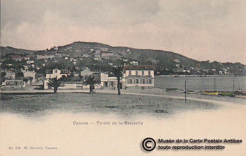 Carte postale ancienne représentant la pointe de la croisette à Cannes, issue des réserve du musée de la carte postale, à Antibes.