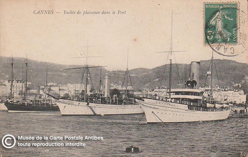 Carte postale ancienne représentant les yachts du port de Cannes, issue des réserve du musée de la carte postale, à Antibes.