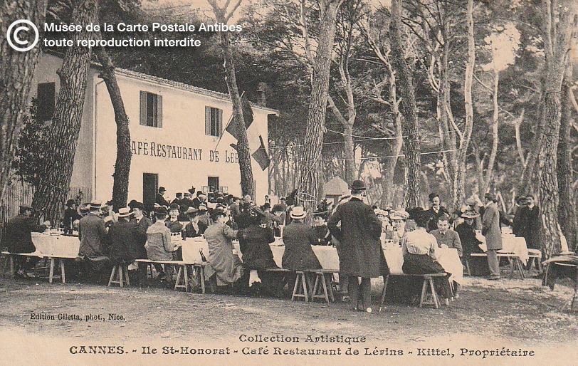 Carte postale ancienne représentant le restaurant de Lérins sur l'île Saint-Honorat Cannes, issue des réserve du musée de la carte postale, à Antibes.