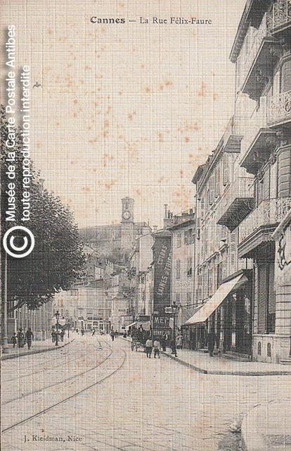Carte postale ancienne représentant la rue Felix Faure à Cannes, issue des réserve du musée de la carte postale, à Antibes.