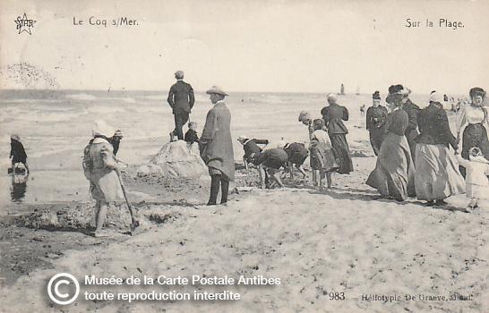 Carte postale ancienne représentant la plage de Coq sur Mer en Belgique.
